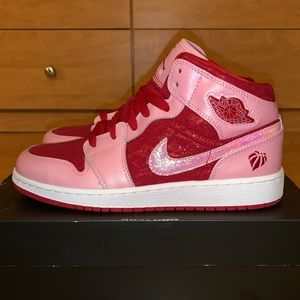 GIRLS AIR JORDAN 1 MID❤️